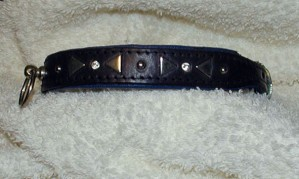 Collar with triangles and rhinestones